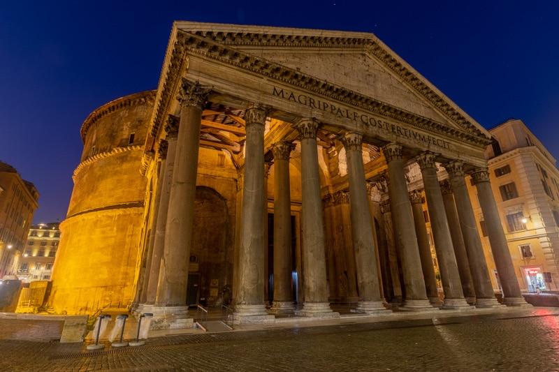 Voorkant en zijkant van het Pantheon in Rome